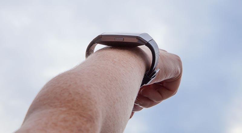 Fitbit Ionic - первые умные часы от Fitbit 2