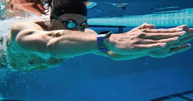 Лучшие водонепроницаемые смарт-часы и фитнес-браслеты для плавания 2018
