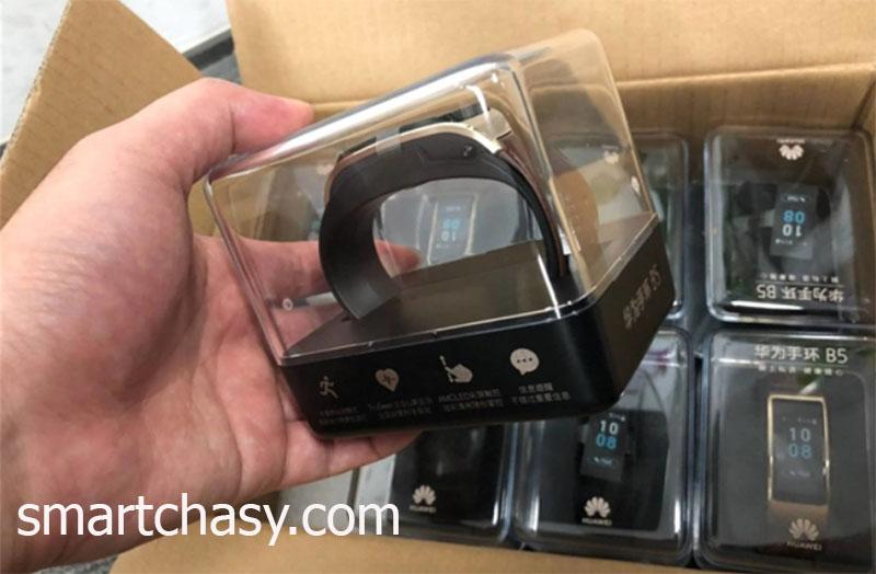 """В сети появились """"живые"""" фотографии Huawei TalkBand B5"""