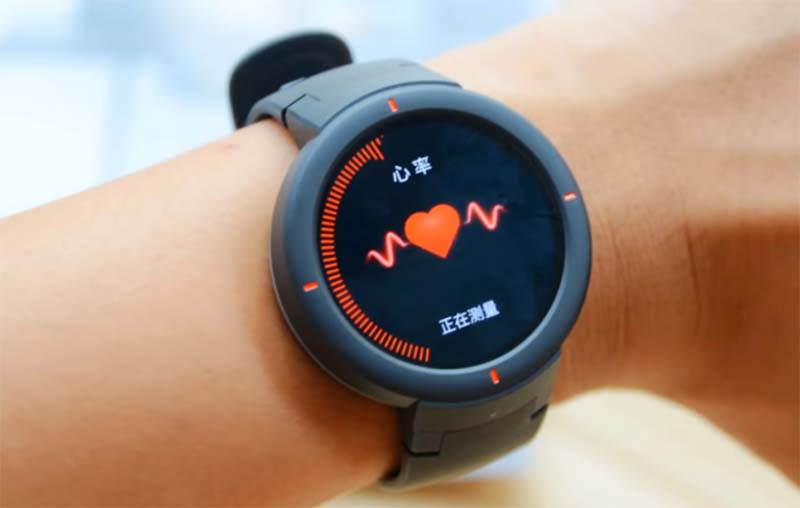 Смарт-часы или фитнес-браслет: чем отличаются и что выбрать?