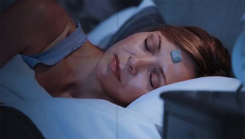 Beddr SleepTuner: трекер сна, который нужно приклеивать на лоб