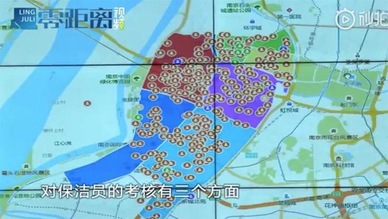 В Китае дворников заставили носить умные GPS-часы