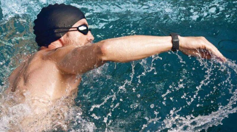 Лучшие фитнес-браслеты для плавания