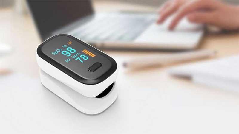 Лучшие пульсоксиметры для контроля кислорода в крови. Фитнес-браслеты и датчики на палец 1